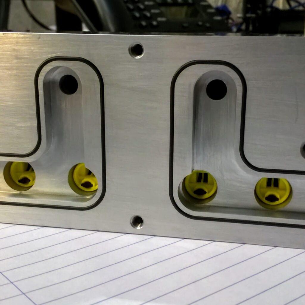 vacuum manifold with vacuum flow valves